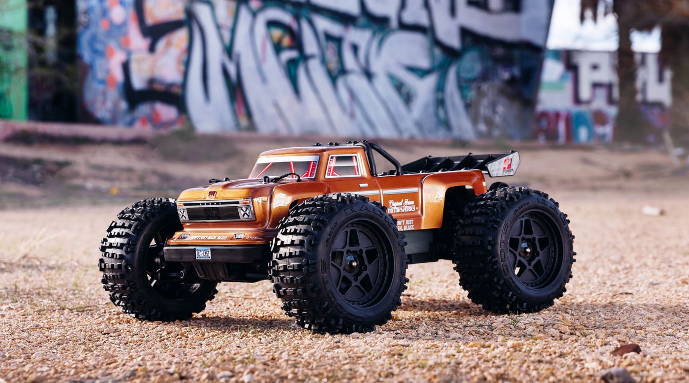 ARRMA 102692 - 1/10 OUTCAST 4x4 4S BLX Brushless Truggy RTR, Bronze